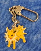 Jolteon Metal Swing Gold Keychain